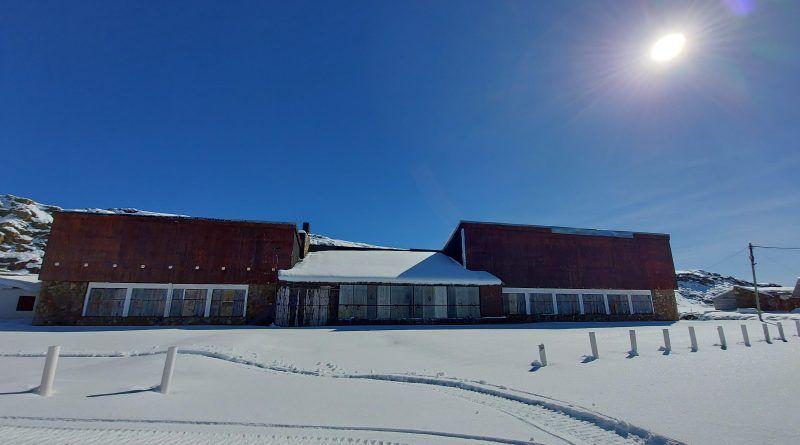 La nieve comenzó a hacer su trabajo en Copahue